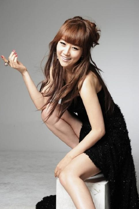 Trot Singer Jang Yoon Jung's Fake Nude Picture Sparks Police Investigation