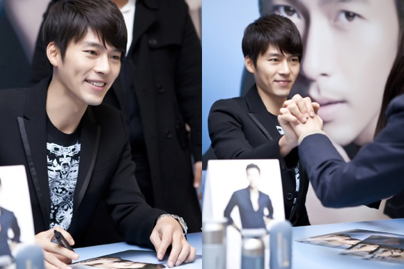 Hyun Bin Holds an Autograph Session