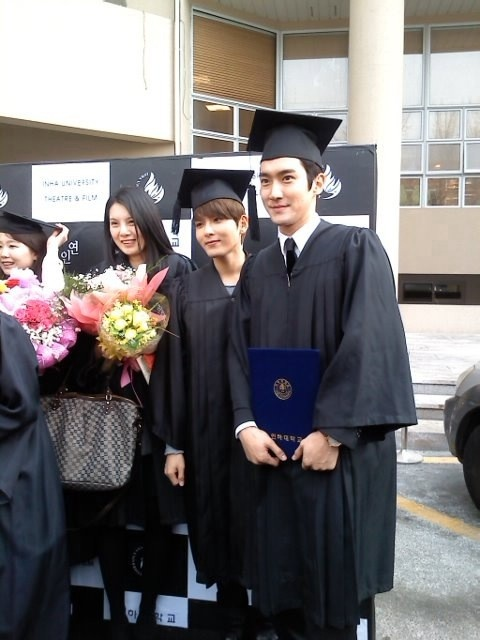 Super Junior Siwon and Ryeowook Graduate from University