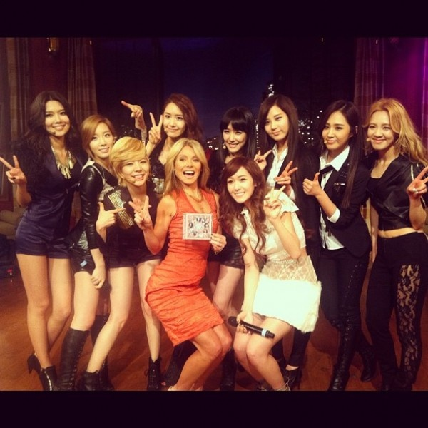 """SNSD Makes Live Appearance on """"LIVE! With Kelly"""""""