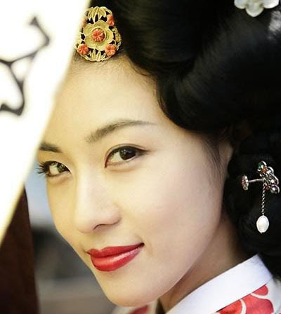 Ha Ji-won Speaks Up for Chosun-Era Gisaeng