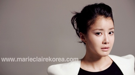 "Actress Lee Shi Young Poses for ""Marie Claire"""