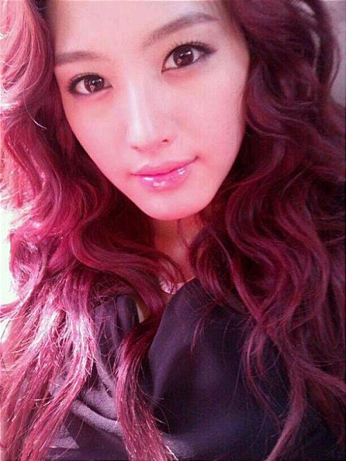 Rainbow's Jaekyung Looks Like a Western Model