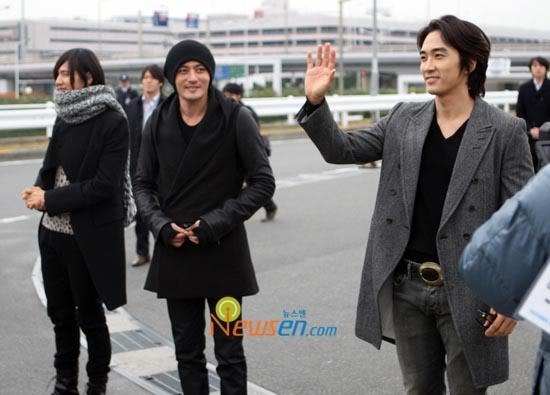 Hallyu Stars Arrive In Japan