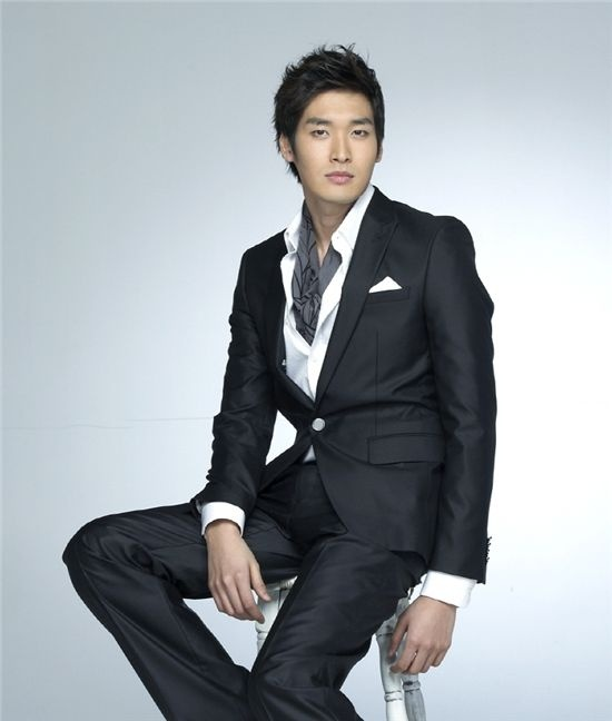"""Actor Jung Gyu Woon Confirmed to Join the Cast of """"Real Men"""""""