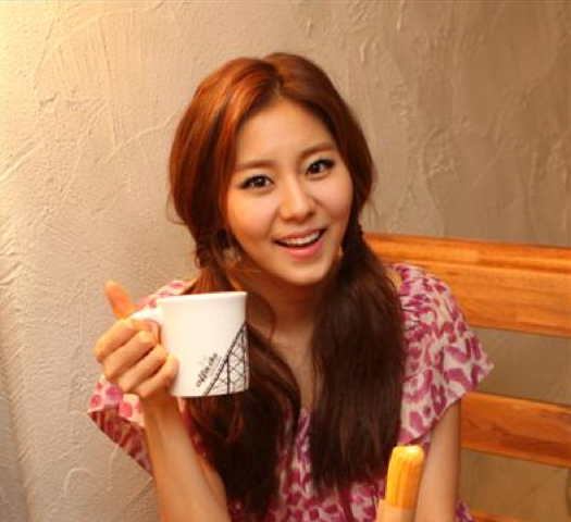 """Uee Interview, """"I Want to Continue Acting Even If I Have to Work My Butt Off"""""""