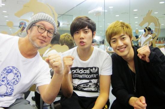 Kim Hyun Joong Gives Surprise Visit to Kim Kyu Jong at Musical Goong Rehearsal