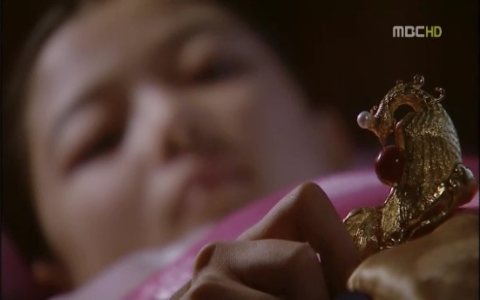 """The Moon that Embraces the Sun's"" Expensive Hairpin Surprises Fans"