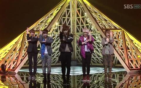 "SHINee Performs ""Sherlock"" on Inkigayo"