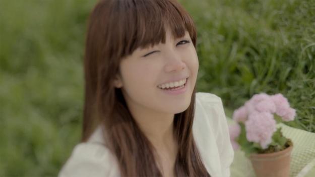 A Pink Jung Eun Ji's Graduation Picture