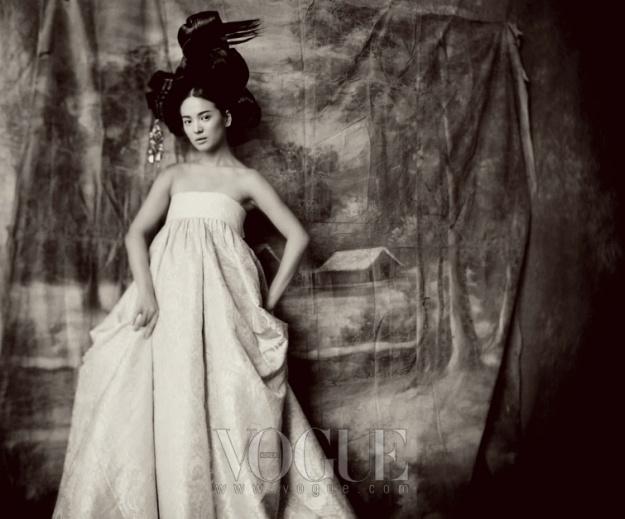 """""""Hwangjini in Paris"""" Vogue (June '07) (Song Hye Gyo)"""