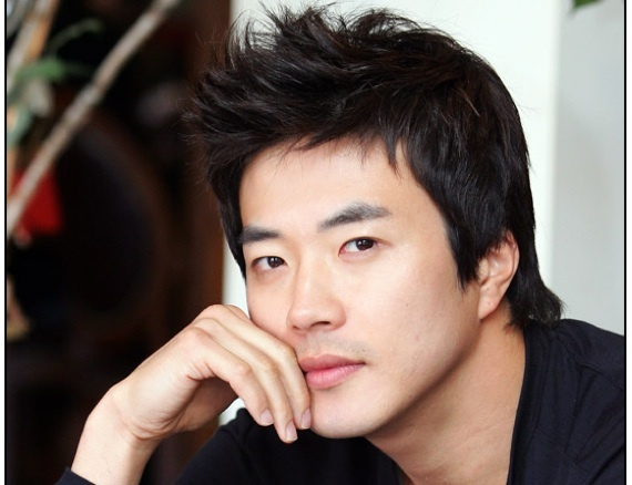 Kwon Sang Woo Is Recovering from Leg Surgery