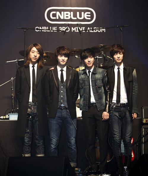 "CN Blue's ""Ear Fun"" Reaches #13 on United World Chart"