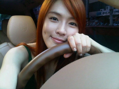 After School's Kahi Posts a Selca on Her Re-activated Twitter