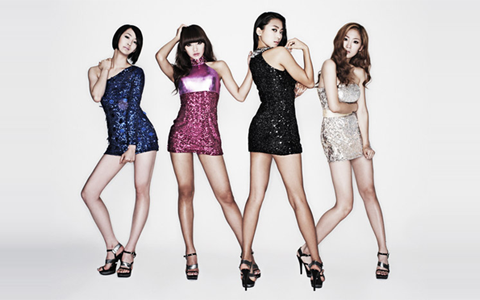 The Girls of SISTAR Walk Around Naked in Their Dorm