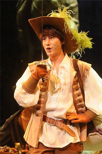 "Super Junior's Kyuhyun Stars in ""The Three Musketeers"" Musical"