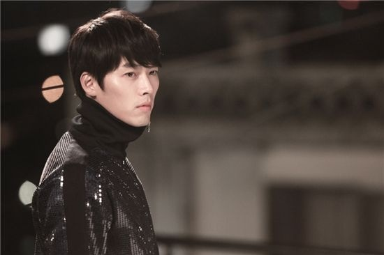 Recent Photo of Hyun Bin Surfaces Online