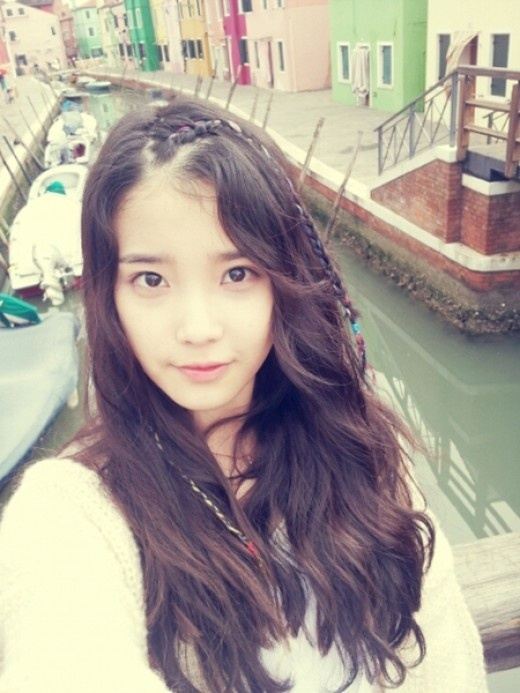 """IU and SPICA Kim Boa to Talk About Their Trainee Days on """"Strong Heart"""""""