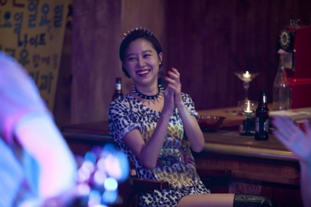 """Gong Hyo Jin Makes a Rare Music Show Appearance on """"Sketchbook"""""""