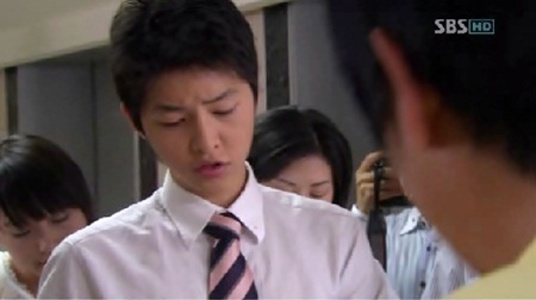 "Song Joong Ki Praised For His ""Shoulder-Acting"""
