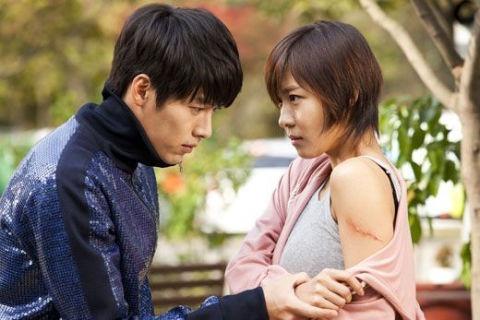 """Secret Garden's"" Hyun Bin and Ha Ji Won Voted Celebs Who Best Fit Soldier Image"
