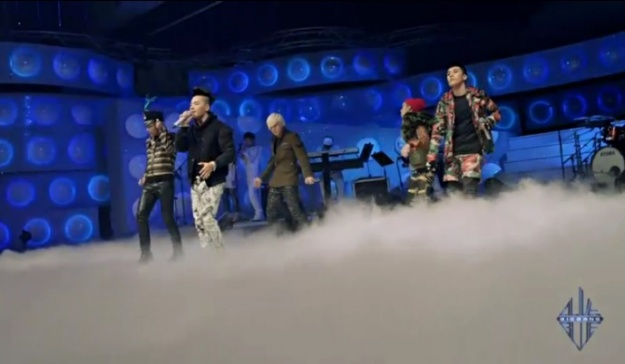 "BIGBANG Performs Band Version of ""Blue"" on ""YG on Air"""
