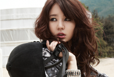 Yoon Eun Hye Goes Back to School