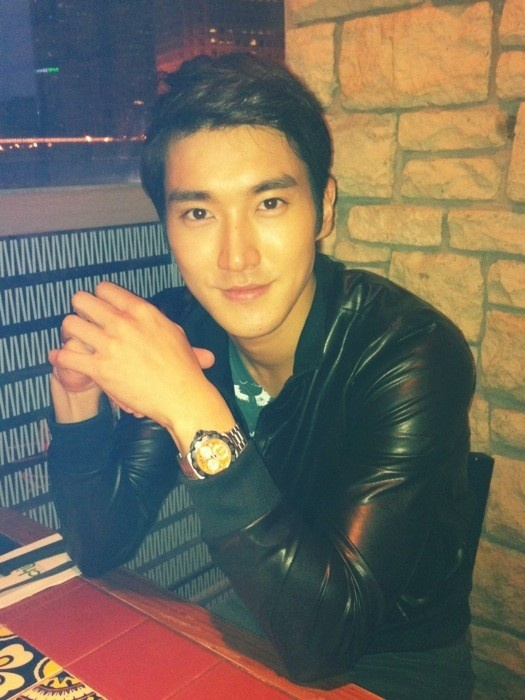 Choi Si Won Greets Mystery Guests on The Set Of His New Drama