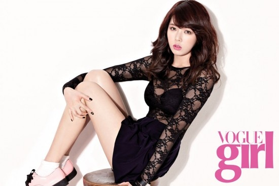 """HyunA, Suzy and Other Top Female Celebrities Support the """"Pink Wings"""" Campaign for Vogue Girl"""