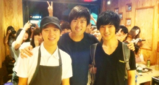 Yesung Inaugurates a New Coffee Shop!