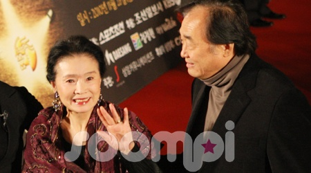 """Poetry's"" Yoon Jung Hee Awarded Top French Cultural Order"