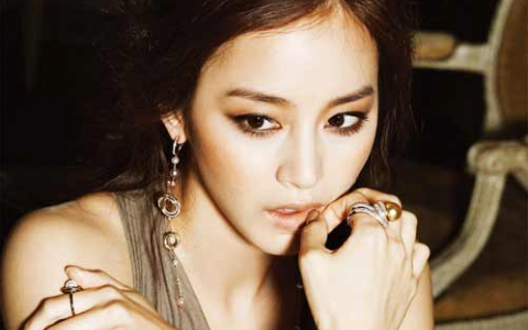 """Japanese Right-Wing Nationalists Threaten, """"If Kim Tae Hee Comes to Japan, We'll Kill Her"""""""
