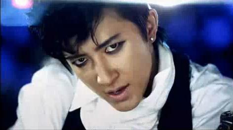 """Hangeng Returns to the Dance Floor With """"Fire"""" MV"""