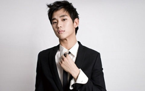 Why Did Kim Soo Hyun Use His Non-Dominant Hand in Past Drama?