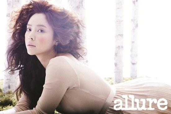 Hwang Jung Eum Glows with Bushy Hair and Minimal Makeup