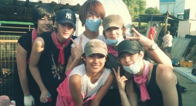 Lee Hyori and Idol Group X-5 Volunteer at an Animal Shelter