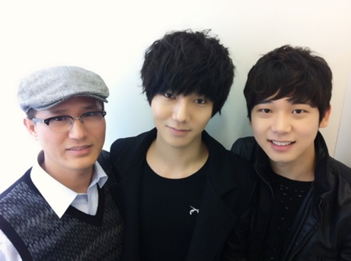 """Super Junior's Yesung's Family Photo Draws Attention for """"Superior Genes"""""""