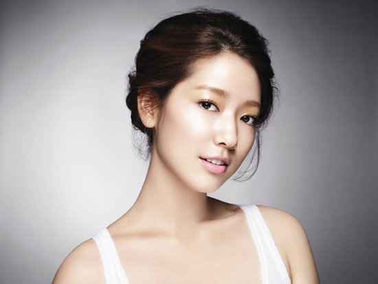 "Park Shin Hye Finds ""You're Beautiful"" Merchandise in Japan"