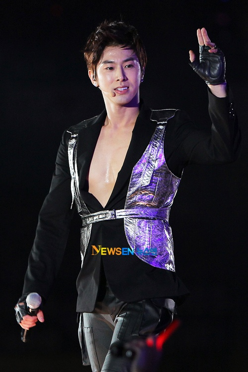 Chinese Fans Gift DBSK's Yunho with Subway Ad for His Upcoming Birthday