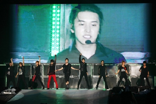 Super Junior Captivates Fans with First Solo Concert in Vietnam