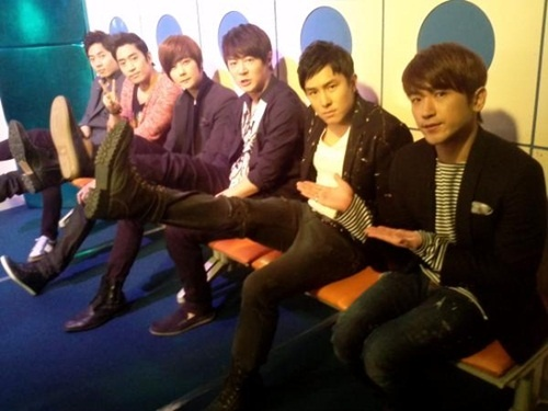 shinhwa-finishes-filming-radio-star_image