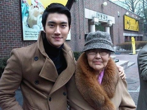 Super Junior's Si Won Mourns Grandmother's Death