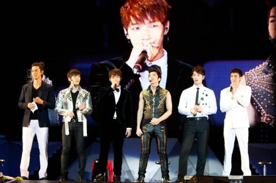 2PM Finishes Successful Asian Tour Concert in Hong Kong