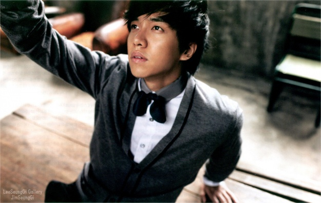 Lee Seung Gi Criticized for Performing Yoo Seung Joon Songs