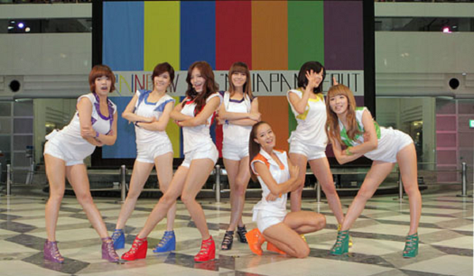 Rainbow Attracts Thousands of Fans at First Japanese Event