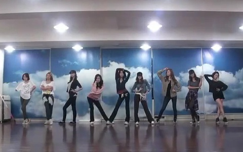 "Girls' Generation Releases ""Mr. Taxi"" Dance Practice"