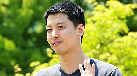 Lee Dong Gun Heads To The Military