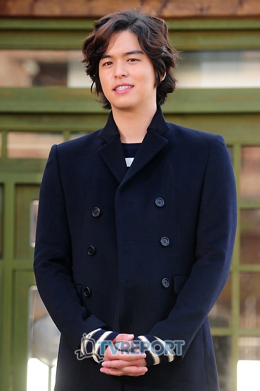 """Lee Jang Woo Cast for """"Roly Poly"""" Musical"""