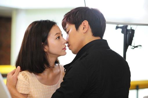 Eric & Han Ye Seul Kiss Scene