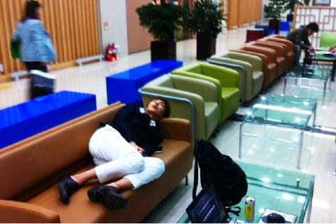 "Super Junior's Lee Teuk a ""Sleeping Homeless Person"" ?!"